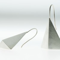 Tri Earring single in matte finish.